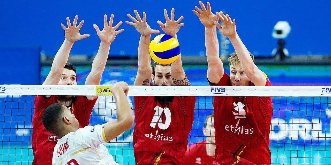 Red Dragons' Matthias Valkiers, Red Dragons' Simon Van De Voorde and Red Dragons' Sam Deroo pictured in action during a World League game between the Red Dragons, Belgian national volleyball team and France, Sunday 18 June 2017, at the Lotto Arena in Antwerp. BELGA PHOTO KRISTOF VAN ACCOM