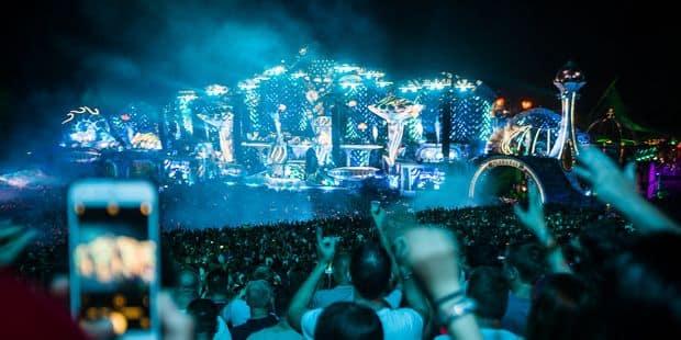 Tomorrowland rend hommage à Avicii: Steve Aoki et Tiësto ont clôturé le premier jour au pays de la démesure - La DH