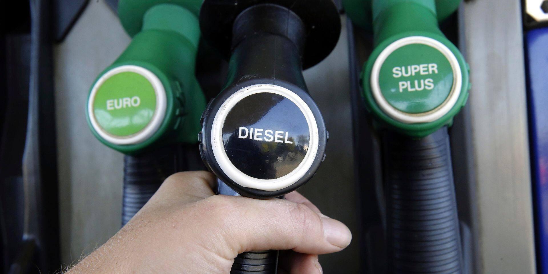 Les prix de l'essence encore en baisse à la pompe