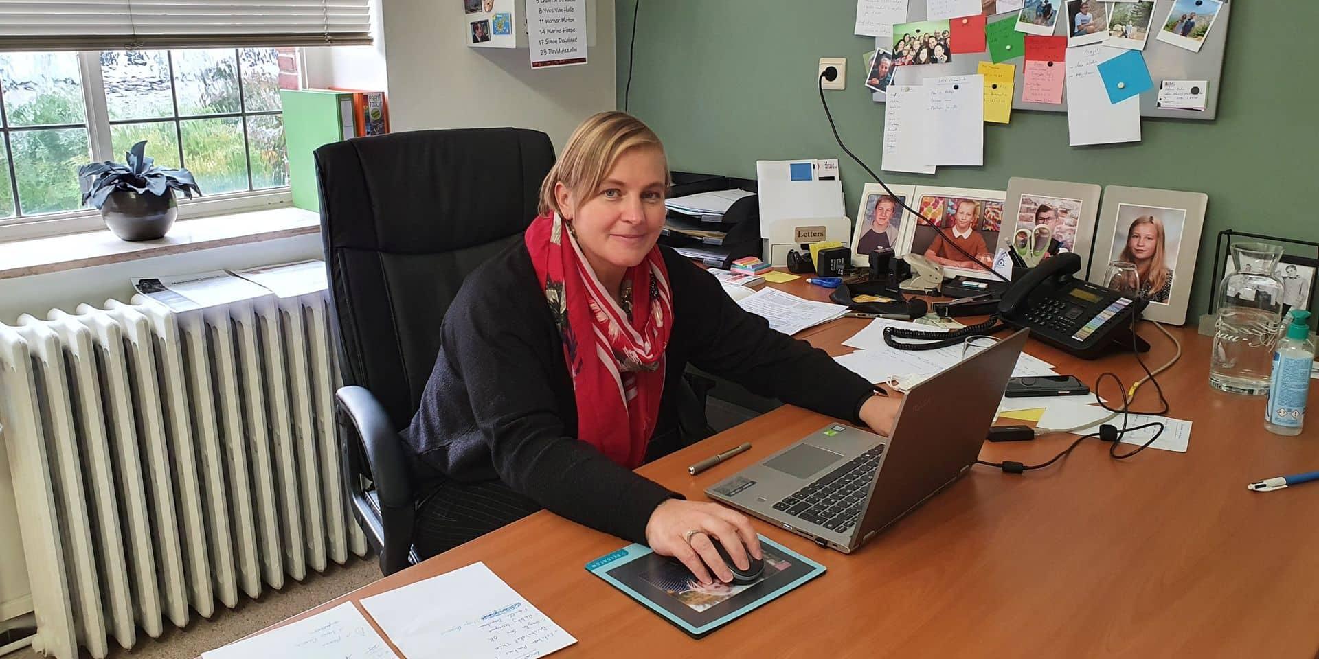 """Julie Delneste, directrice de l'école secondaire des Frères à Tournai: """"On se pose beaucoup de questions, on ne sait pas où on va"""""""