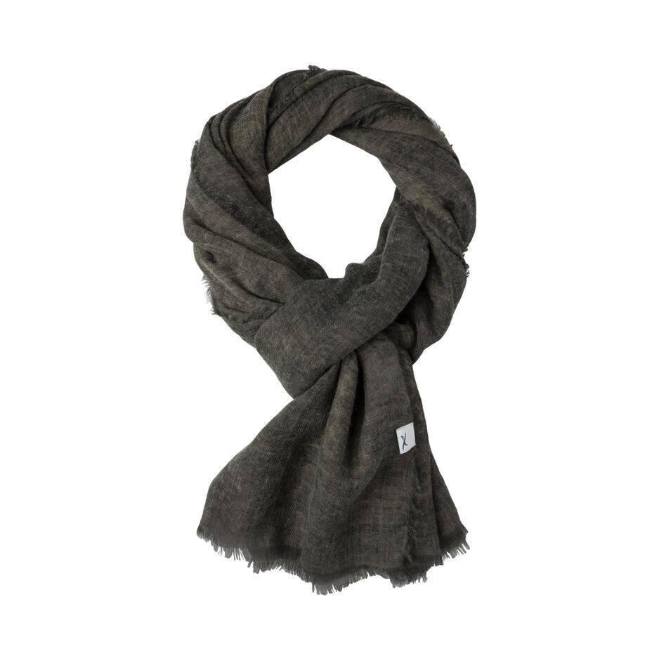 Une écharpe toute douce contre les petites fraîcheurs belges... Brax, 29.95€
