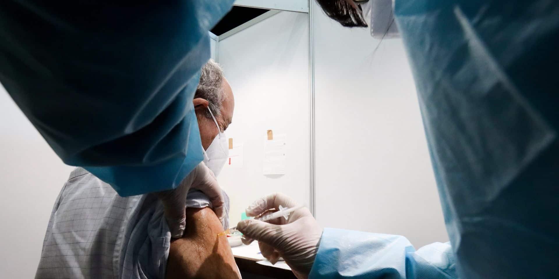 """Ces secteurs hospitaliers qui restent sans nouvelles du vaccin: """"On ne sait même pas quand il sera livré et on gère pourtant des cas de Covid aigus"""""""