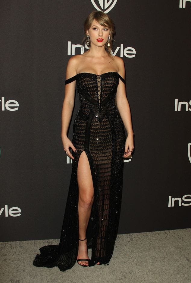 Taylor Swift a remis son prix à Lady Gaga en Atelier Versace.