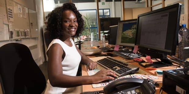 """Cécile Djunga est à bout: """"Ca fait un an que je reçois des messages racistes. Je n'en peux plus..."""" - La DH"""