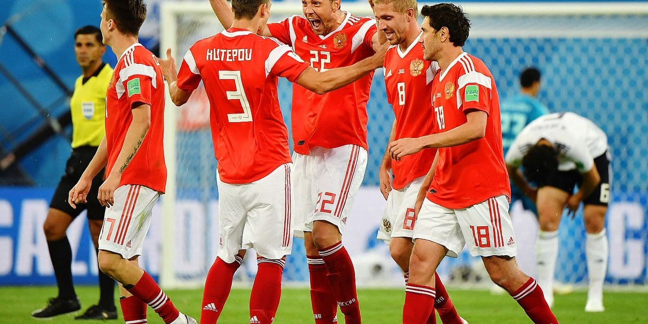 (180619) -- SAINT PETERSBURG, June 19, 2018 () -- Artem Dzyuba (C) of Russia celebrates scoring with teammates during a Group A match between Russia and Egypt at the 2018 FIFA World Cup in Saint Petersburg, Russia, June 19, 2018. Russia won 3-1. (/Li Ga) Reporters / Photoshot