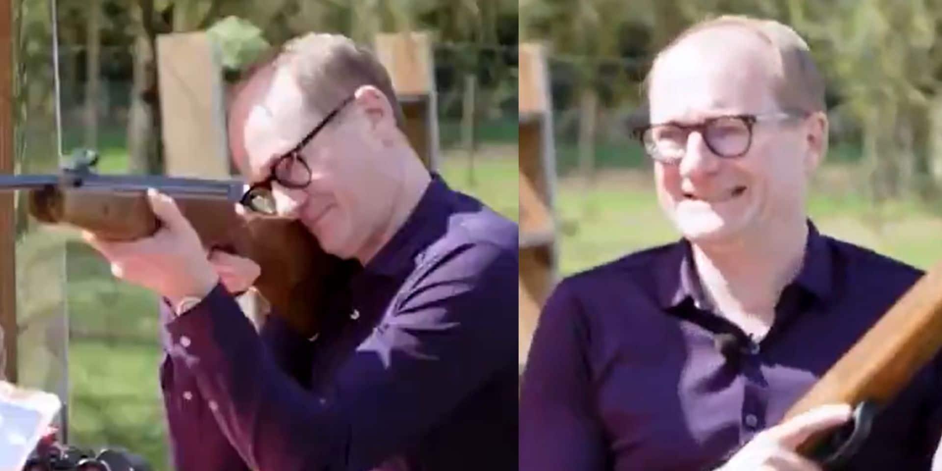"""""""Dégoûtant"""": la vidéo polémique de Ben Weyts qui tire à la carabine sur des ballons à l'effigie de politiciens"""