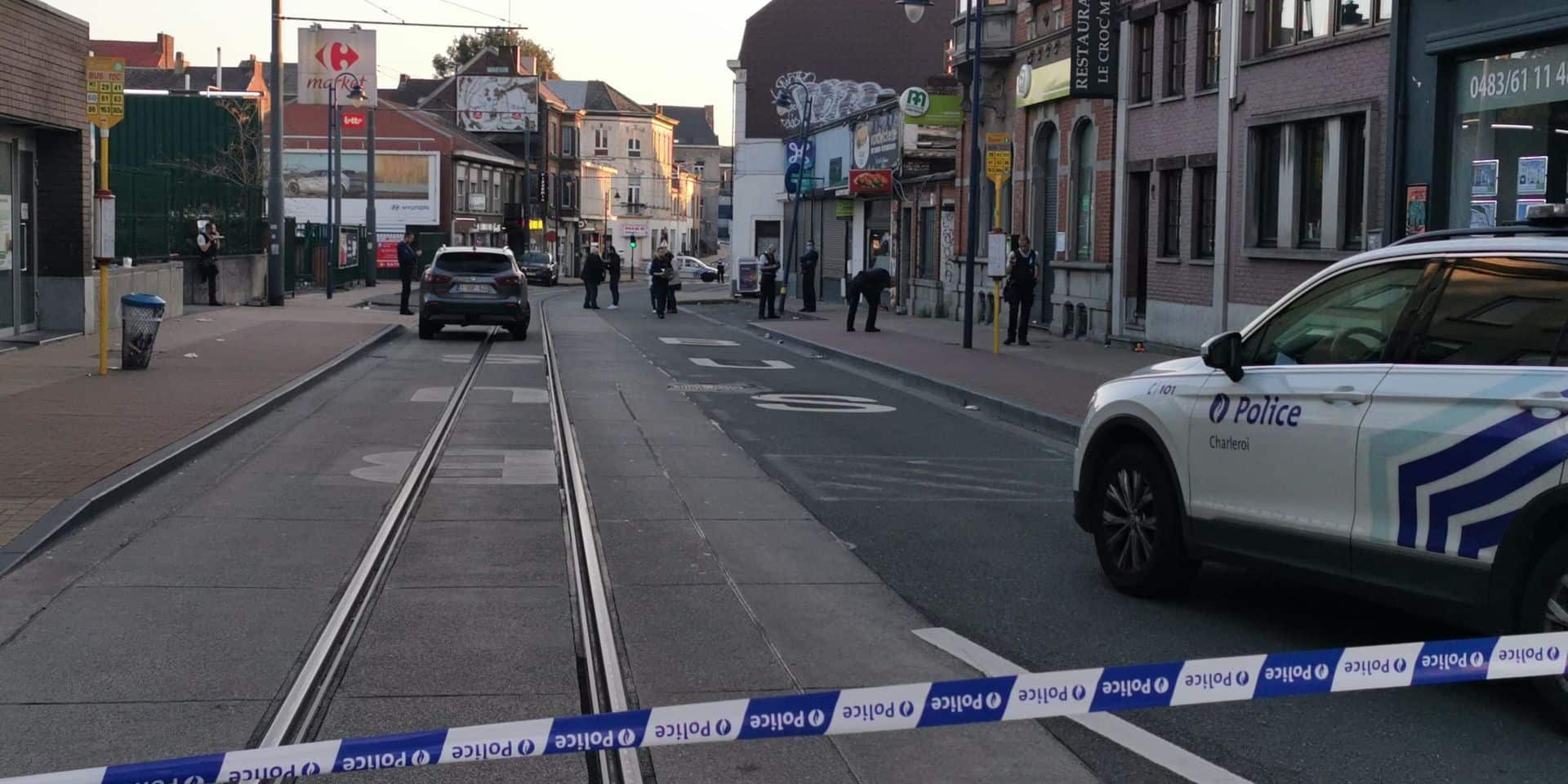 Altercation en pleine rue et plusieurs coups de feu tirés: une personne grièvement blessée