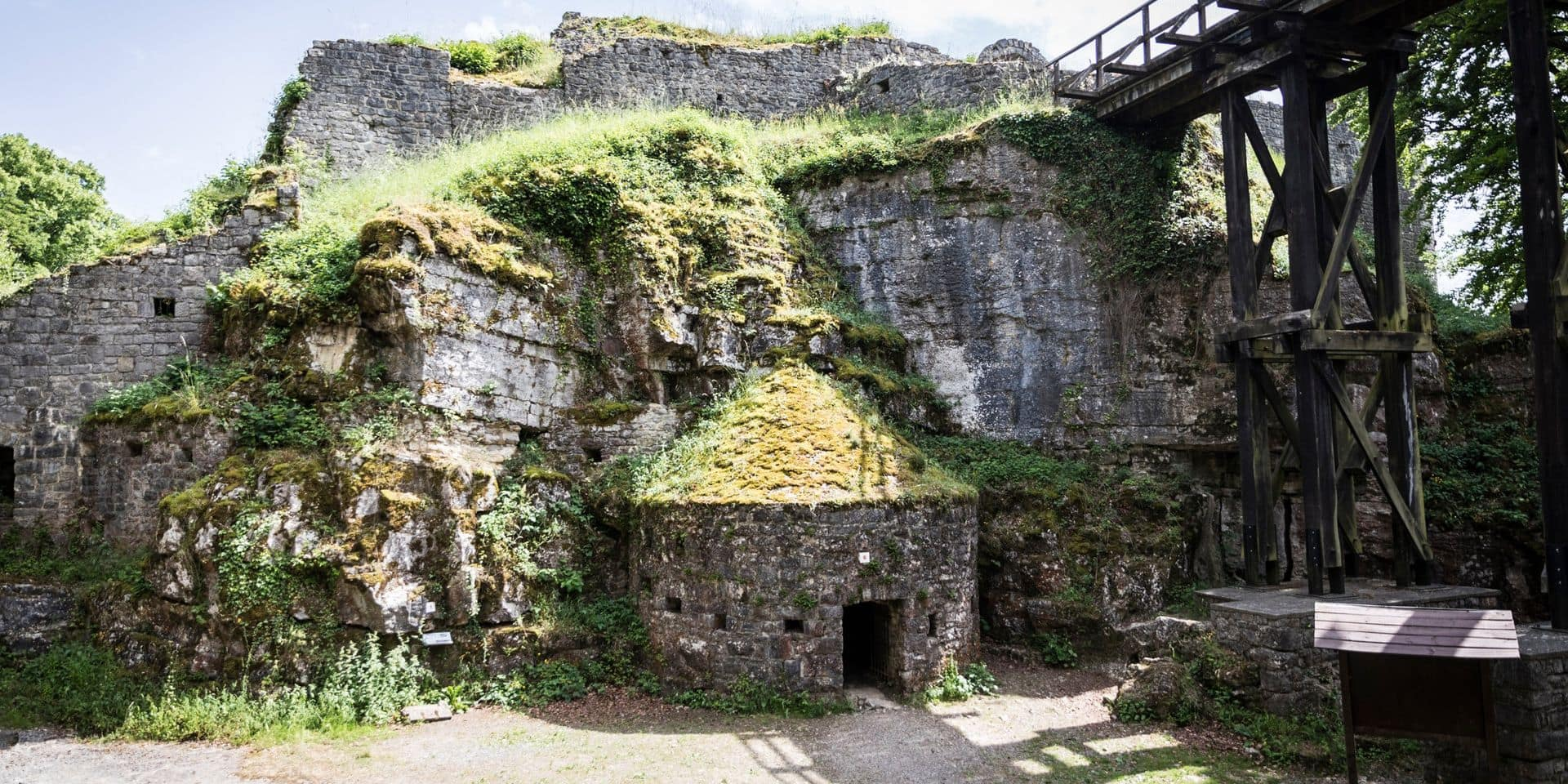 Un été au château de Logne... 500 ans après la mise à sac par les armées de Charles Quint !
