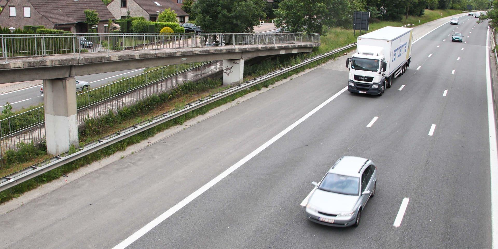 L'A12 toujours fermée en direction d'Anvers à Londerzeel en raison d'une fuite d'huile