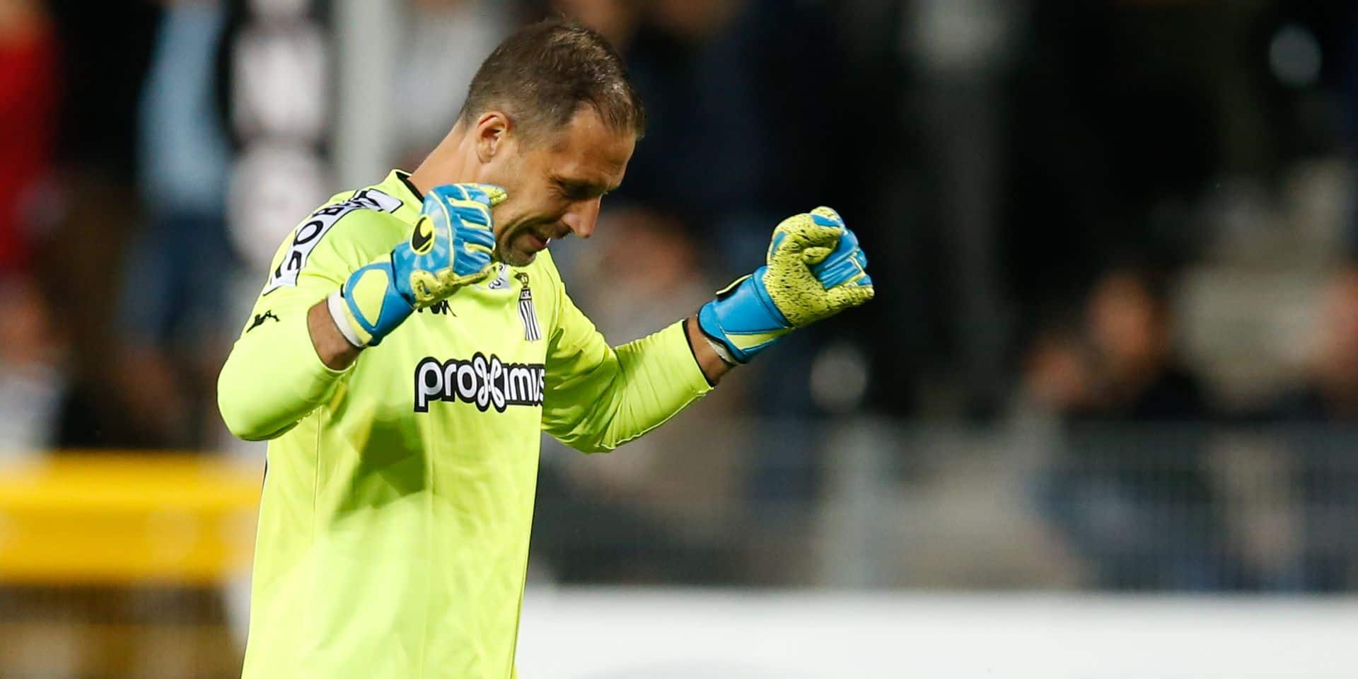 Charleroi's goalkeeper Nicolas Penneteau celebrates during a soccer match between Sporting Charleroi and KRC Genk, Friday 13 September 2019 in Charleroi, on the seventh day of the 'Jupiler Pro League' Belgian soccer championship season 2019-2020. BELGA PHOTO BRUNO FAHY