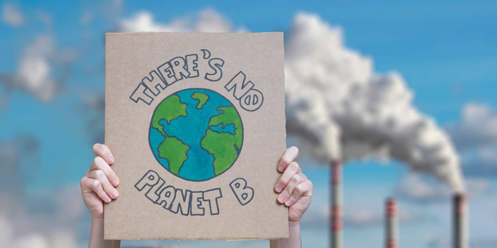 """Climat: la transition énergétique est """"trop lente"""", """"sérieux avertissement"""" pour le monde"""