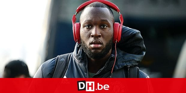 Manchester United's Belgian striker Romelu Lukaku arrives ahead of the English FA Cup fifth round football match between Huddersfield Town and Manchester United at the John Smith's stadium in Huddersfield, northern England on February 17, 2018. / AFP PHOTO / Oli SCARFF / RESTRICTED TO EDITORIAL USE. No use with unauthorized audio, video, data, fixture lists, club/league logos or 'live' services. Online in-match use limited to 75 images, no video emulation. No use in betting, games or single club/league/player publications. /