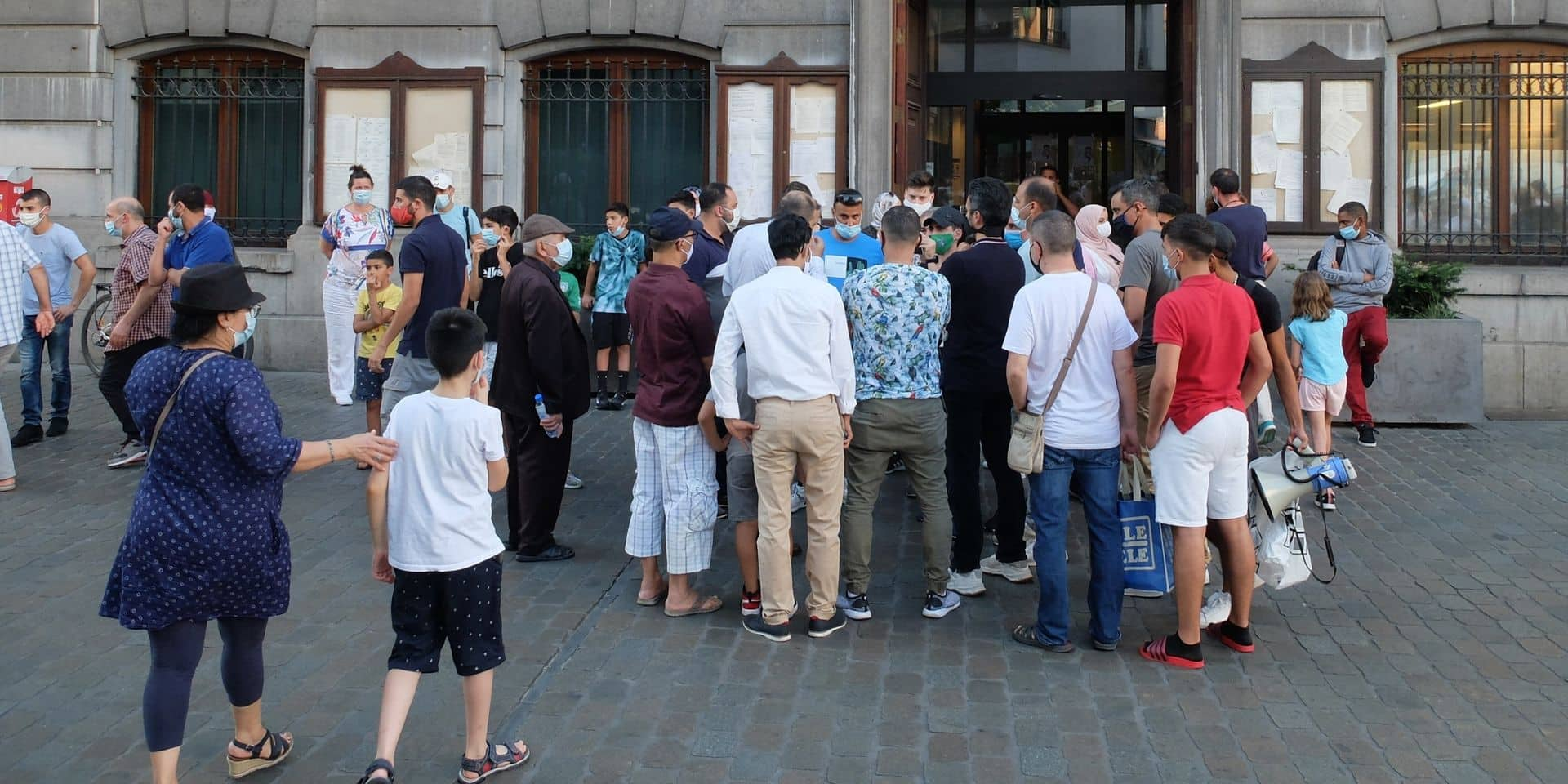 """Directeur écarté, problèmes financiers : l'opposition dénonce un """"terrible mic-mac"""" à Molenbeek Sport"""