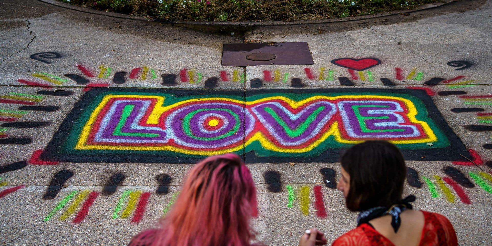 """A Kenosha, couleurs et graffitis pour faire oublier émeutes et destructions: """"Croyez qu'il y a du bien dans le monde"""""""