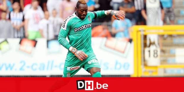 Charleroi's goalkeeper Parfait Mandanda pictured in action during the Jupiler Pro League match between Sporting Charleroi and Royal Antwerp FC, in Charleroi, Sunday 29 July 2018, on the first day of the Jupiler Pro League, the Belgian soccer championship season 2018-2019. BELGA PHOTO VIRGINIE LEFOUR