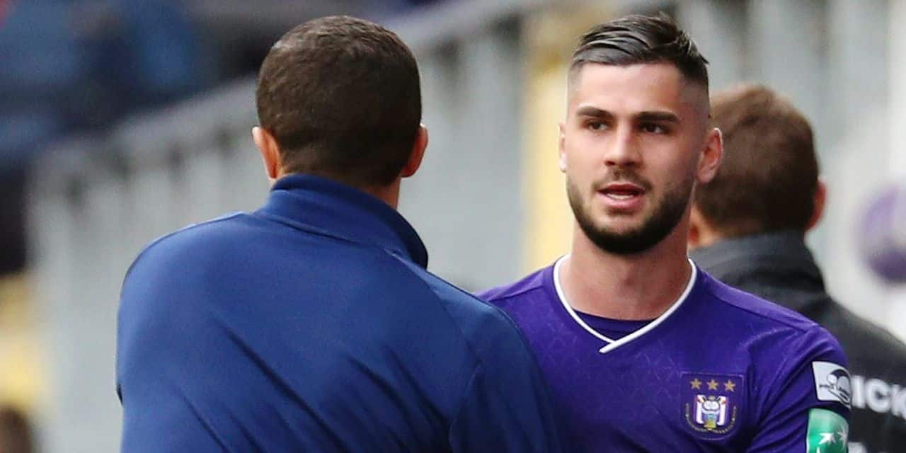 Anderlecht's interim head coach Karim Belhocine and Anderlecht's Elias Cobbaut pictured during a soccer match between RSC Anderlecht and Standard de Liege, Sunday 05 May 2019 in Anderlecht, on day 7 (out of 10) of the Play-off 1 of the 'Jupiler Pro League' Belgian soccer championship. BELGA PHOTO VIRGINIE LEFOUR