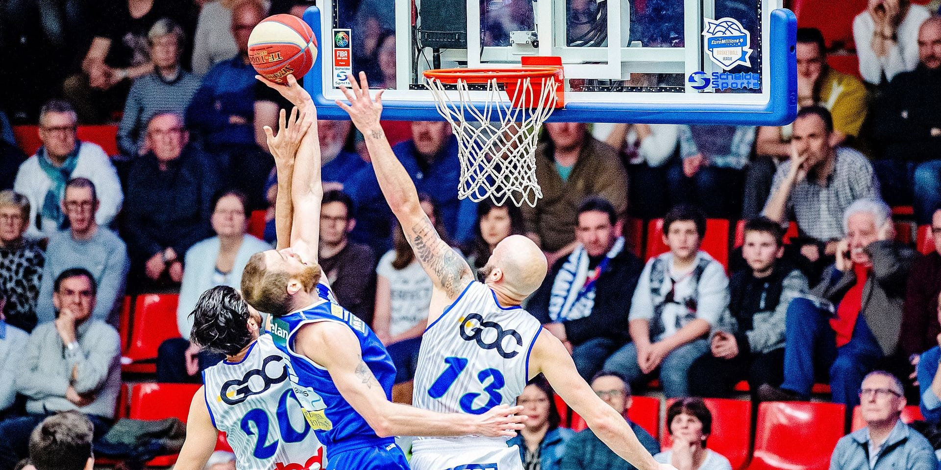 players fight for the ball during the first half of the basketball match between Okapi Aalstar and Mons-Hainaut, Saturday 23 March 2019 in Aalst, on day 20 of the 'EuroMillions League' Belgian first division. BELGA PHOTO JONAS ROOSENS