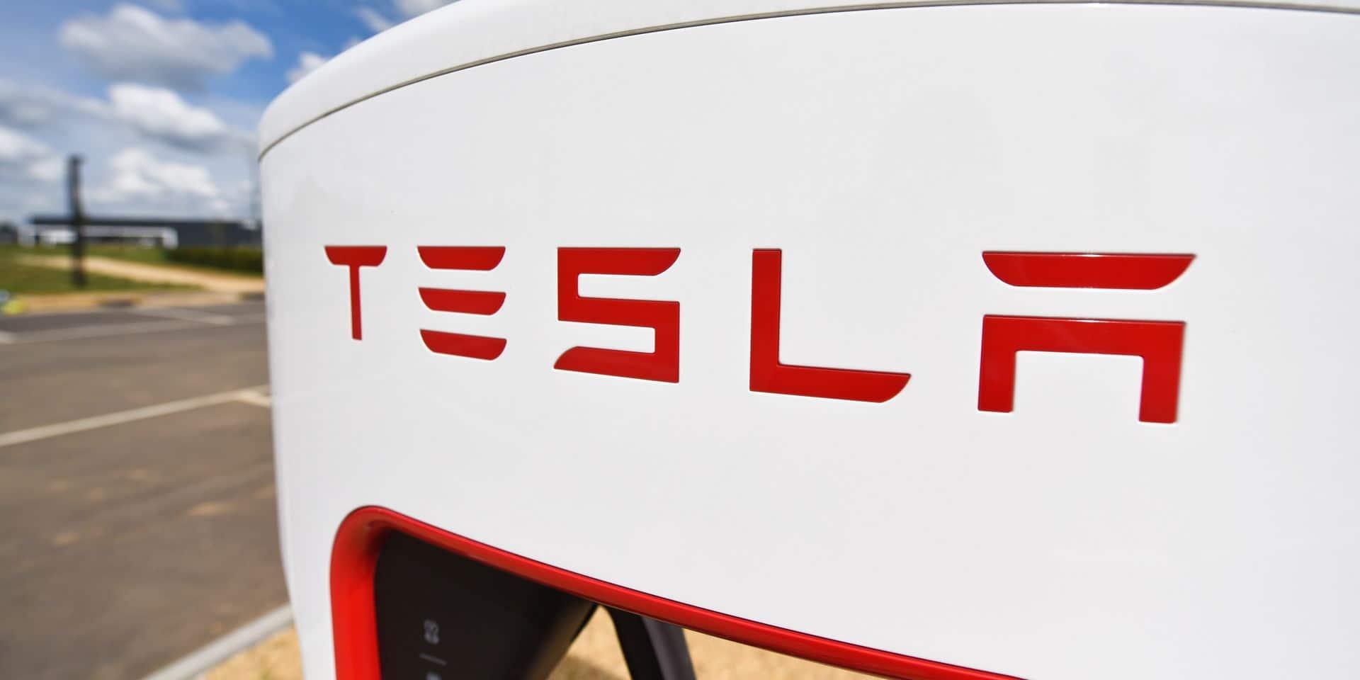 Une voiture électrique Tesla prend feu alors qu'elle était en train de charger à Anvers