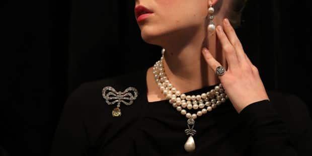 Ce pendentif de la reine Marie-Antoinette a pulvérisé les estimations en atteignant 36 millions de dollars ! - La DH