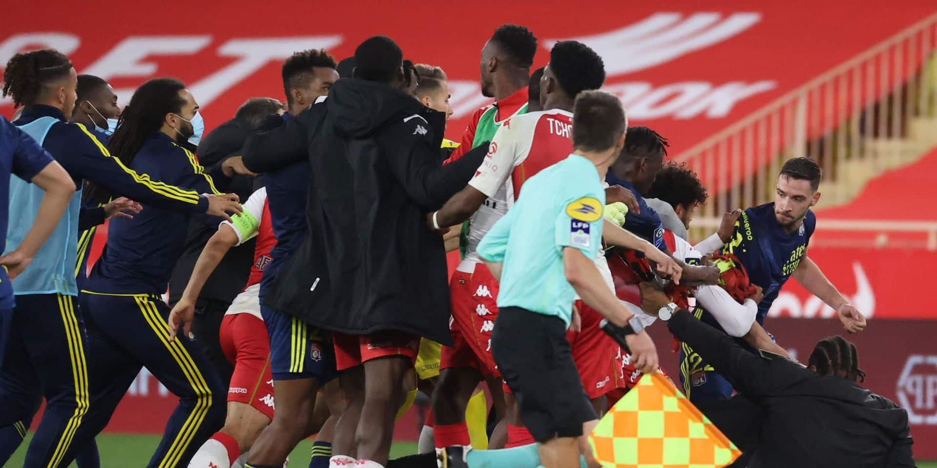 Une bagarre générale éclate lors du choc entre Monaco et Lyon : 4 joueurs exclus !