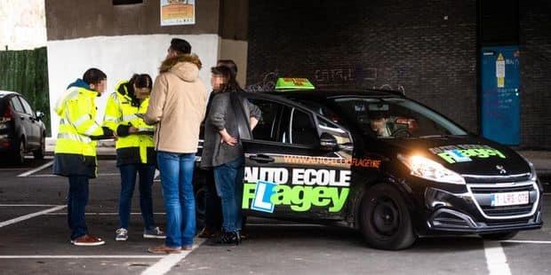 Bruxelles - Auderghem: Operation de controle de police - alcotest - controle permis de conduire - controle auto-ecole - auto-ecoles - controle technique - taxe d'immatriculation
