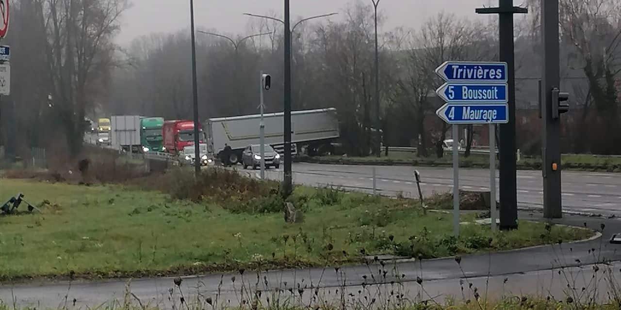 Trivières: la chaussée fermée à la circulation à cause d'un camion en ciseau