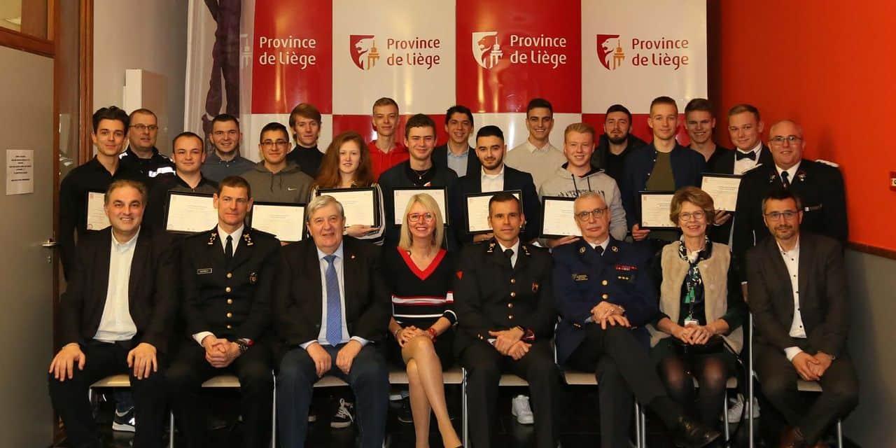 École des Cadets : 18 jeunes reçoivent leur brevet...
