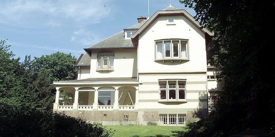 La seule villa connue de l'architecte Jean-Baptiste Dewin, 41 avenue de Hamoir, pourrait disparaitre au profit d'un complexe residentiel DH 26/06/01