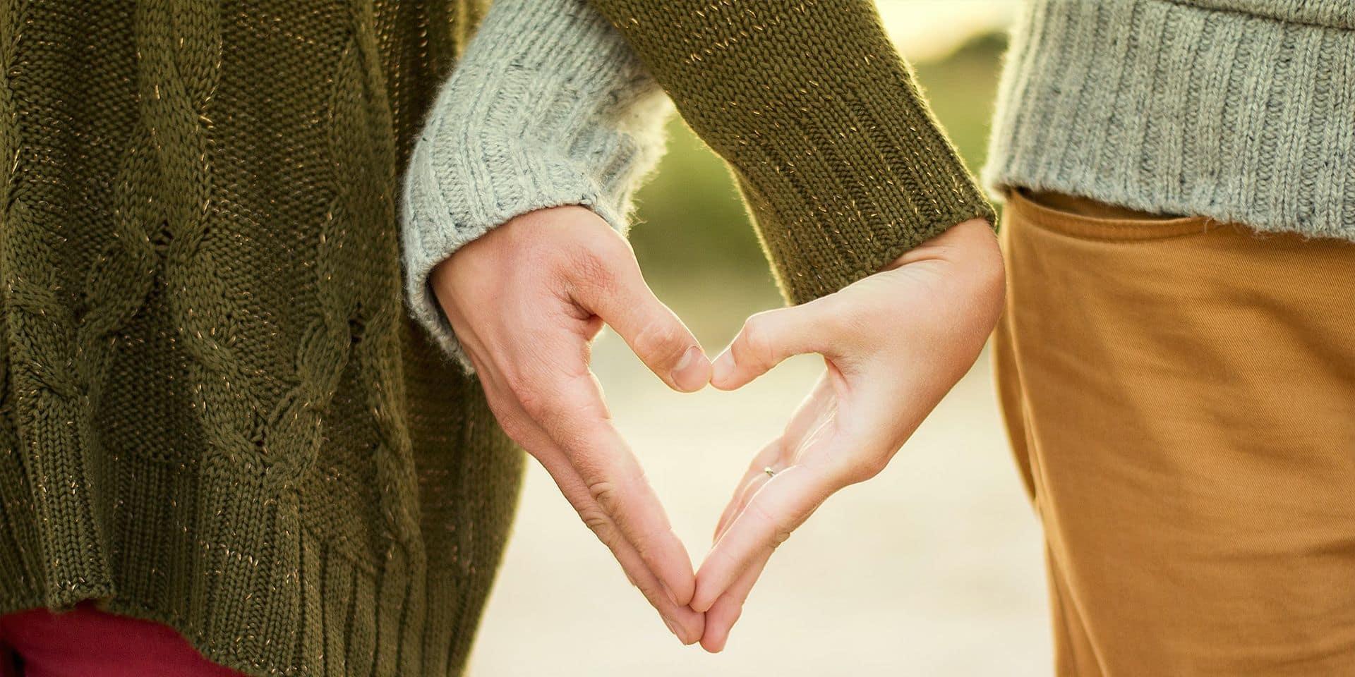 """La longueur de la crise sanitaire peut enrayer le bien-être des couples: """"l'intimité et la sexualité deviennent secondaires"""""""
