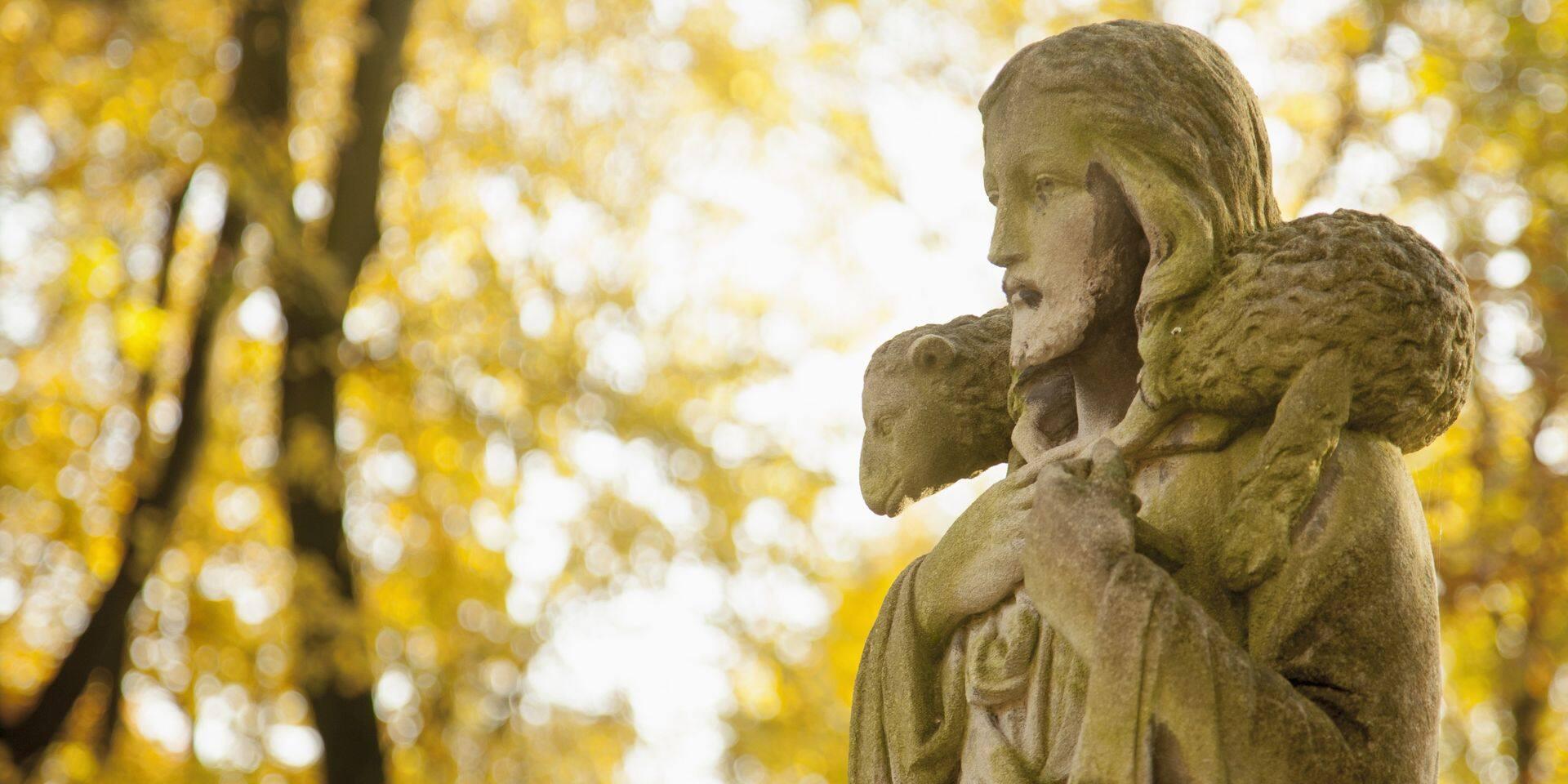 Pris de remords, un voleur ramène une statue de Jésus au prêtre de la paroisse