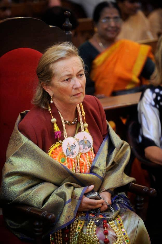 2008. En Inde, pas évident de porter les vêtements traditionnels !