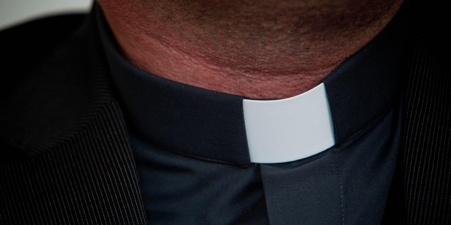 Un ancien candidat de Secret Story se fait passer pour un... prêtre: il a célébré des obsèques dans un crématorium