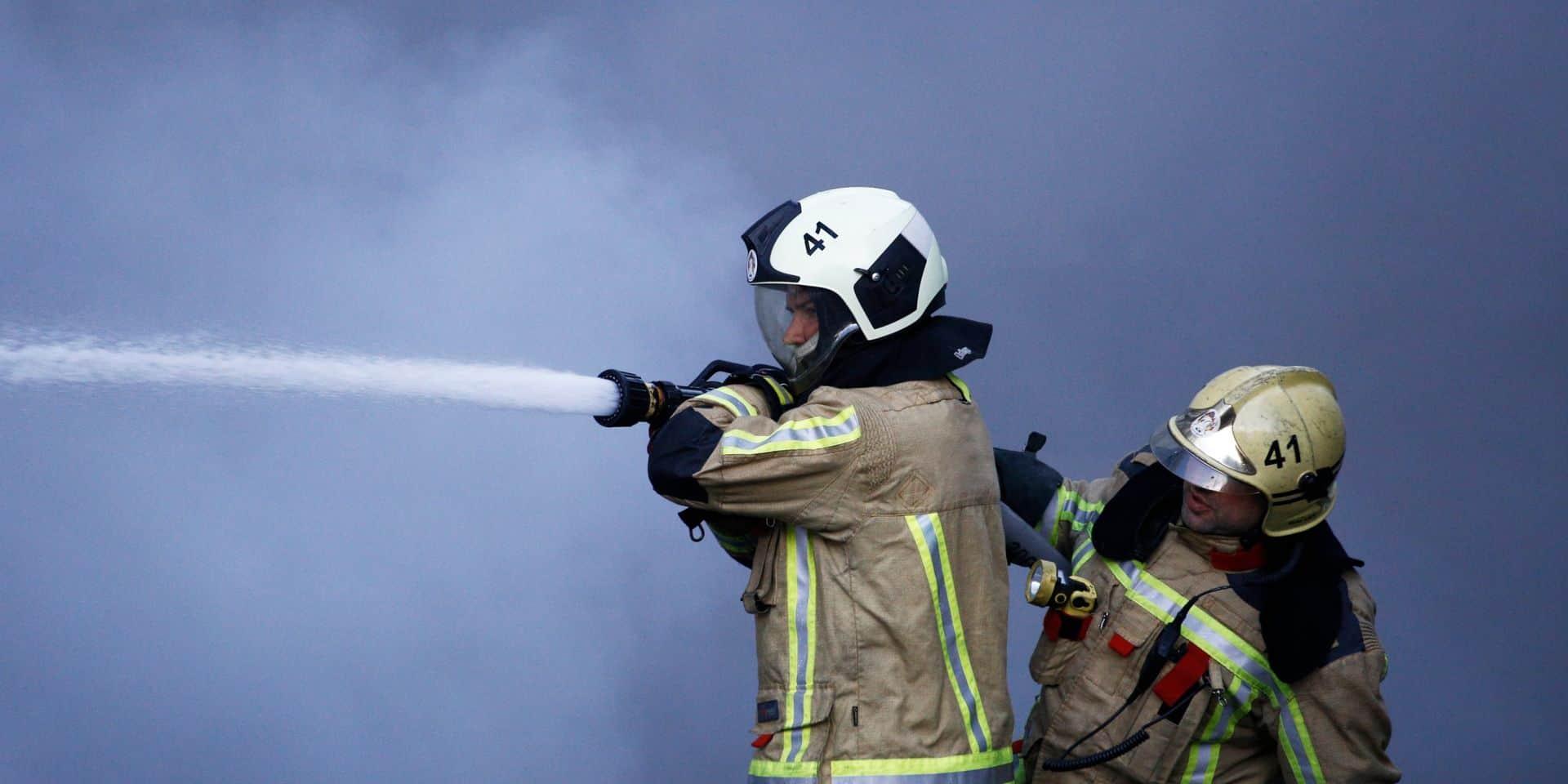 Important incendie d'habitation en cours à Waterloo