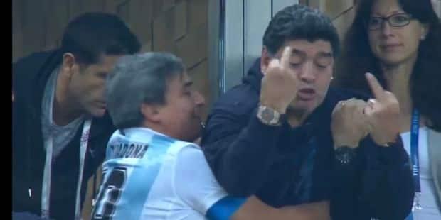 Maradona, survolté durant la rencontre, a fait un malaise à la fin du match (VIDEO) - La DH