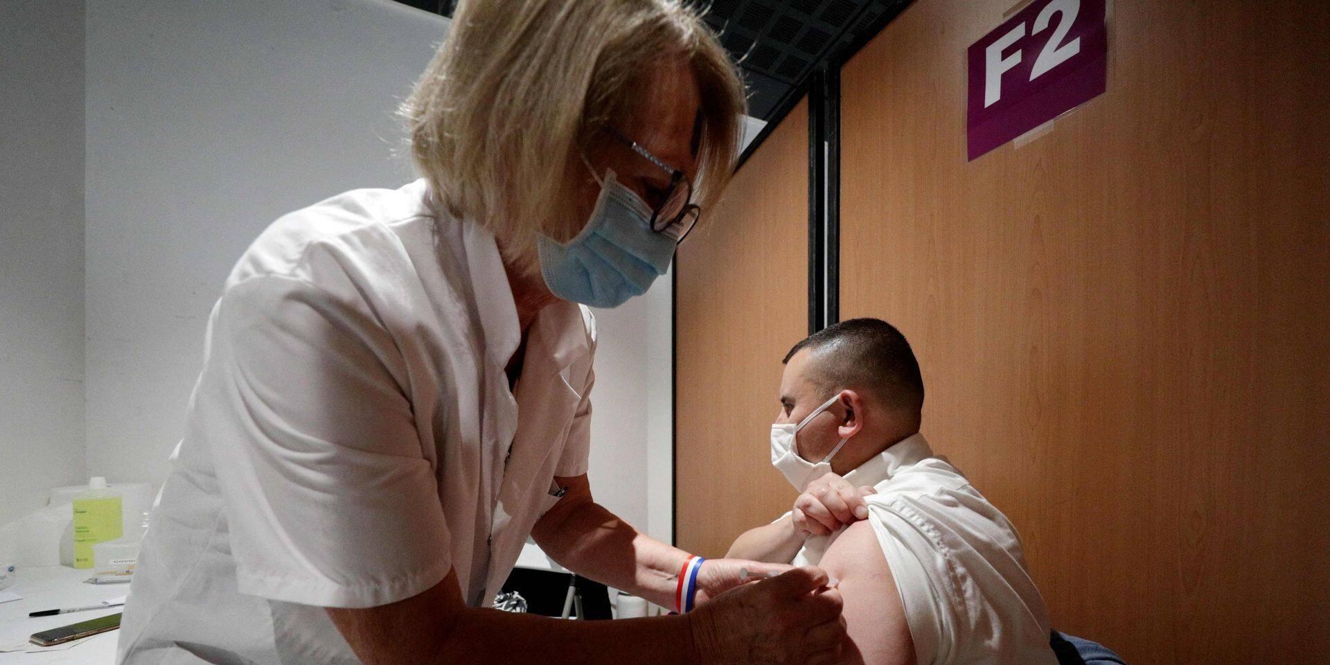Selon une étude, les récompenses matérielles ne motivent pas les indécis à l'égard des vaccins