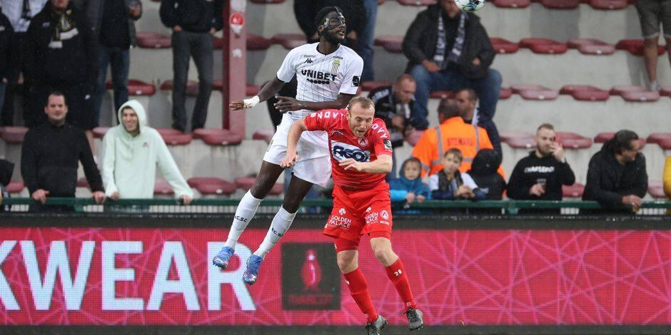 Charleroi arrache un partage mérité dans les arrêts de jeu à Courtrai (2-2)