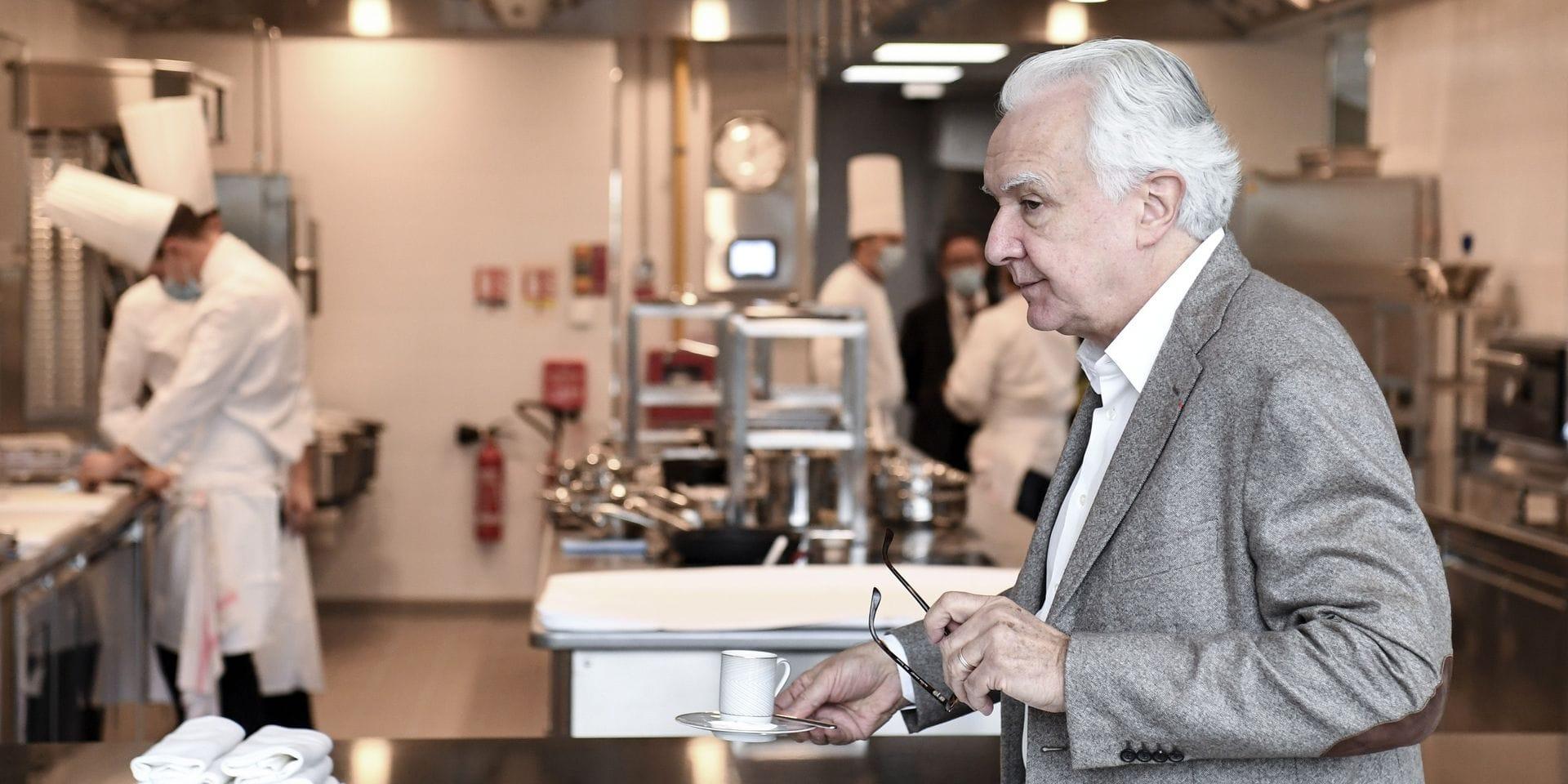 """Alain Ducasse consolide son empire en ouvrant une nouvelle école de cuisine: """"Enseigner l'ADN de la cuisine française"""""""