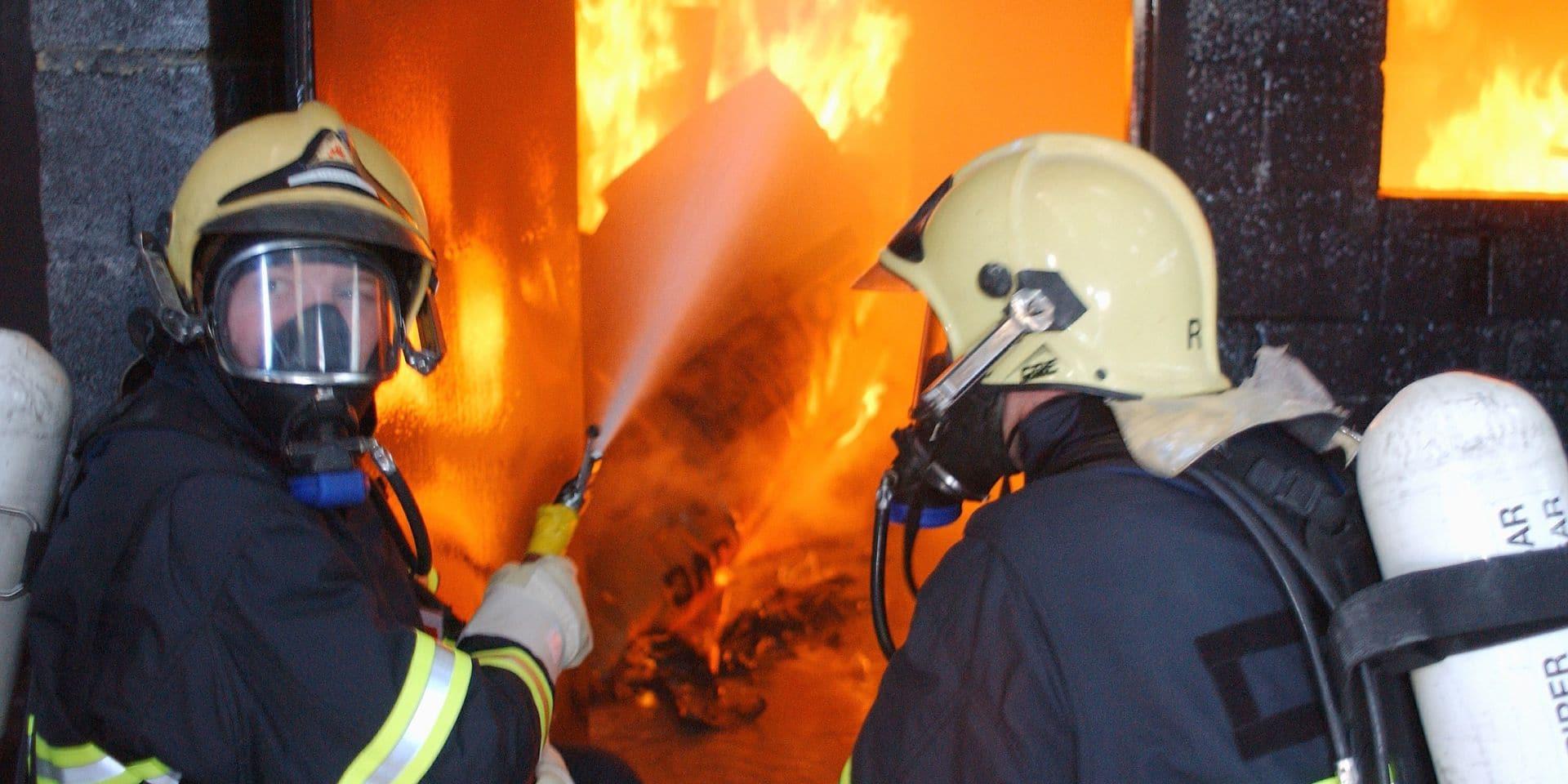 Incendie volontaire dans des bâtiments en construction à Wavre: trois suspects appréhendés