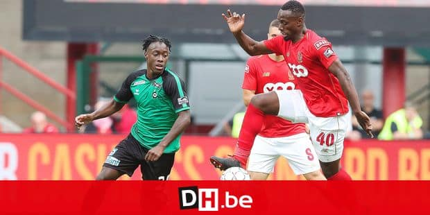 Cercle's Amaud Lusamba and Standard's Paul-Jose Mpoku M'Poku Ebunge fight for the ball during the Jupiler Pro League match between Standard de Liege and Cercle Brugge, in Liege, Saturday 11 August 2018, on the third day of the Jupiler Pro League, the Belgian soccer championship season 2018-2019. BELGA PHOTO BRUNO FAHY