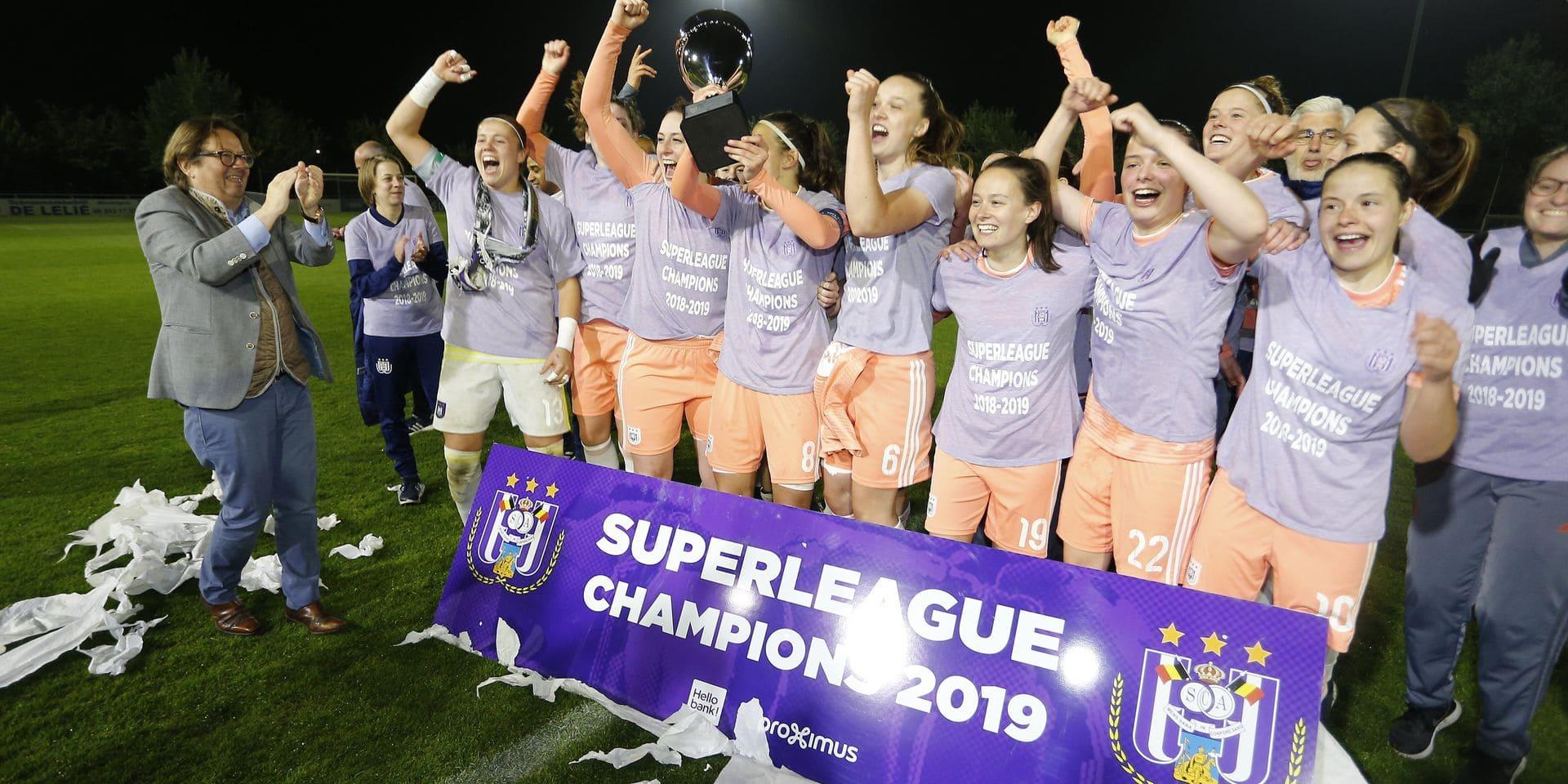 """Le foot féminin en Belgique (1/3): """"Six équipes de haut niveau, c'est insuffisant"""