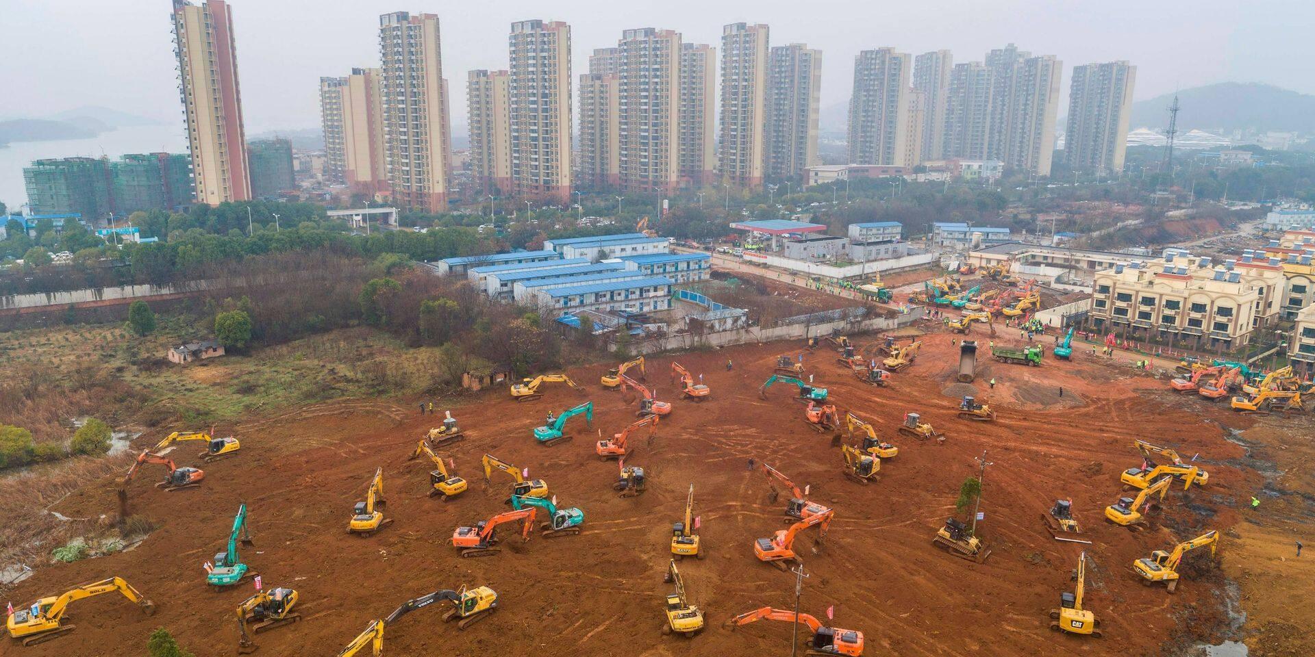 Hôpital construit en un temps record en Chine: quand le bâtiment va...