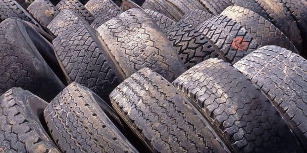 Vaulx: Un transporteur enseveli de pneus dans un état grave - La DH