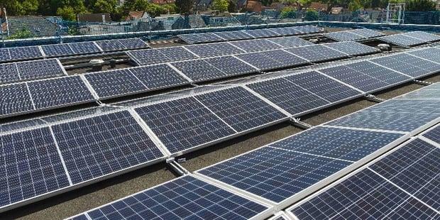 Berchem-Sainte-Agathe: les premiers panneaux photovoltaïques SolarClick sont installés - La DH