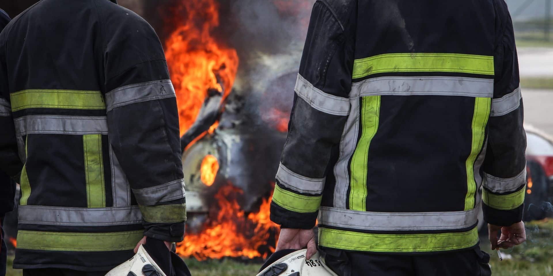 La Louvière: 23 véhicules calcinés dans l'incendie de la concession My Way Louvauto