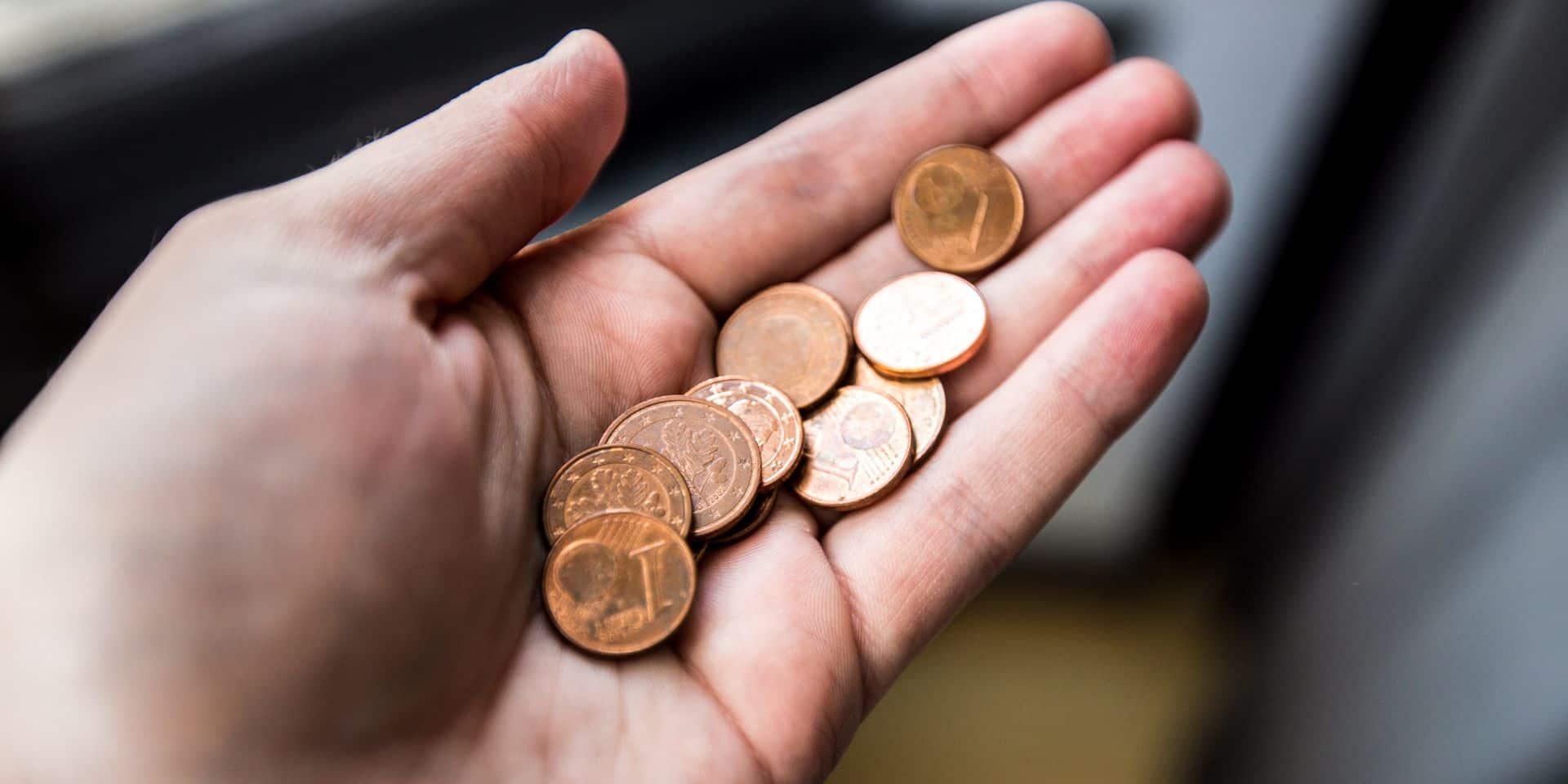 Fini d'amasser des pièces de 1 et 2 centimes, l'arrondi à 5 centimes va devenir obligatoire: le consommateur est-il gagnant ou perdant?