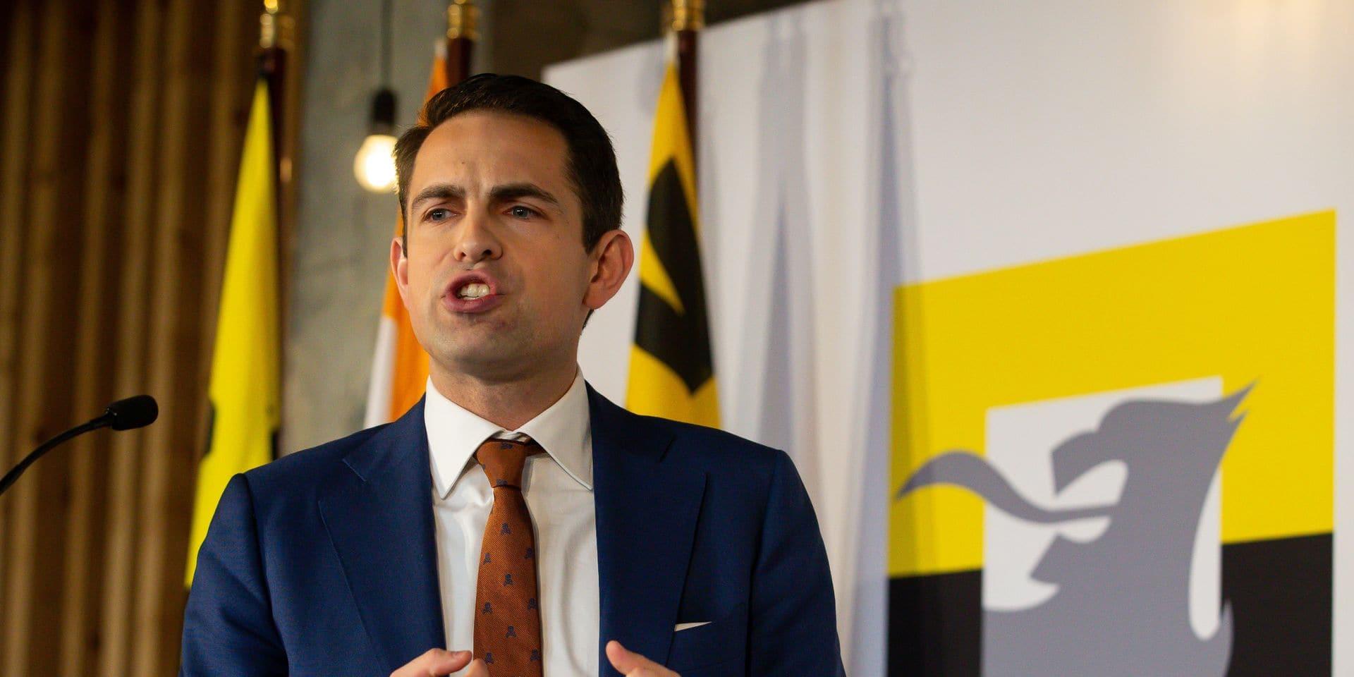 """Le leader du Vlaams Belang n'installe pas l'application Coronalert car il n'a """"pas confiance en l'Etat belge"""""""