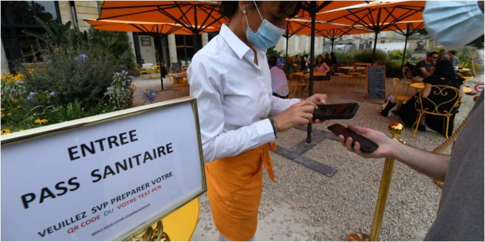 """Le gouvernement français veut prolonger son """"pass sanitaire"""" contre le Covid-19 jusqu'au 31 juillet 2022"""