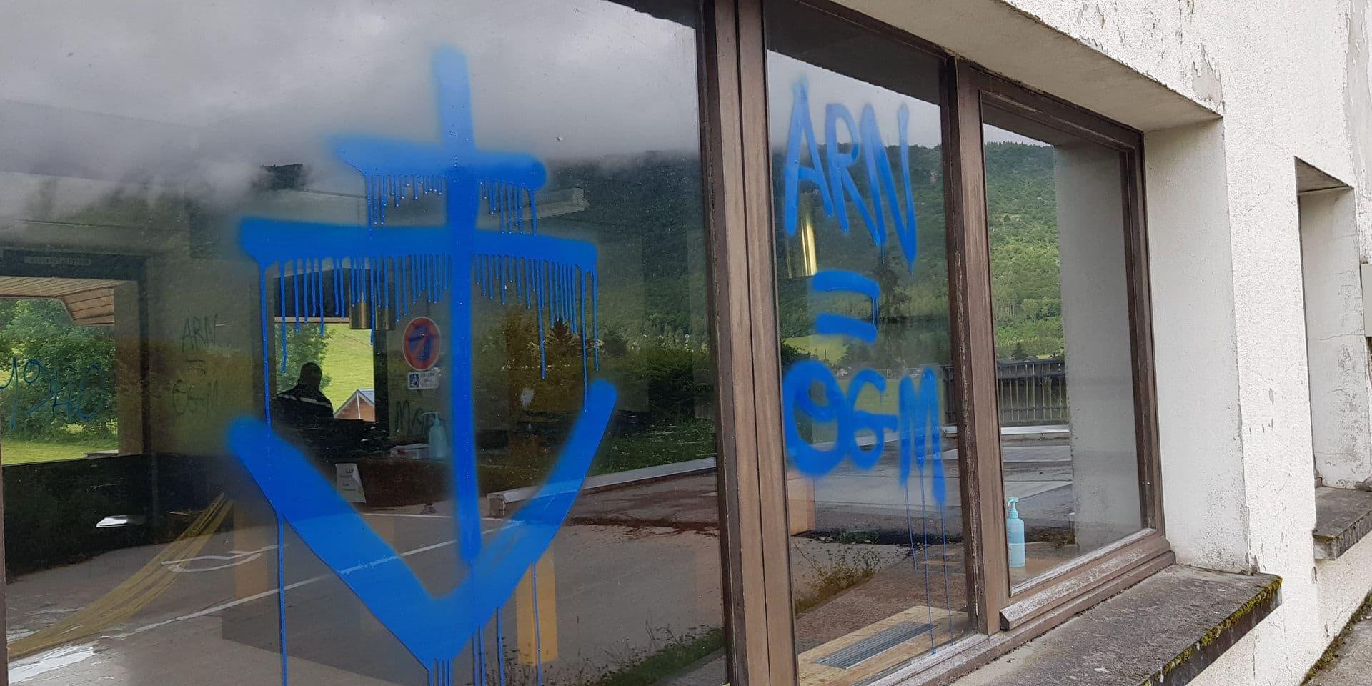 Coupures d'électricité, tags, locaux saccagés : plusieurs centres de vaccination vandalisés en France