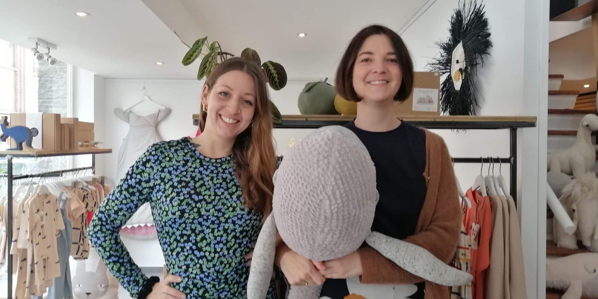 Sophie et Louise ouvrent une deuxième boutique.