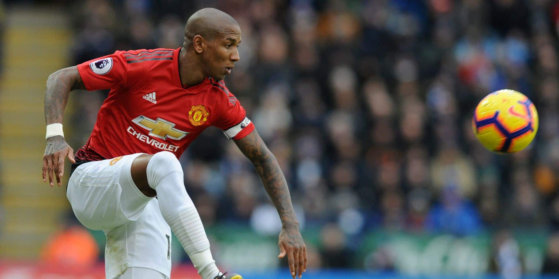 Manchester United condamne les attaques racistes visant Ashley Young